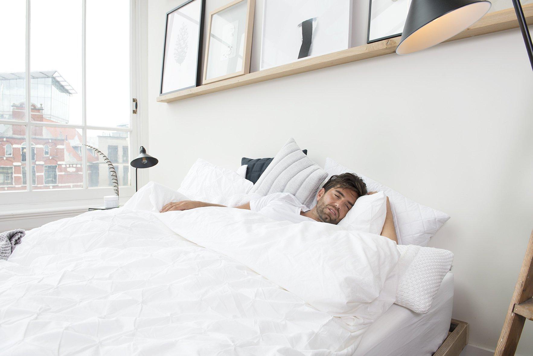 man ziek in bed